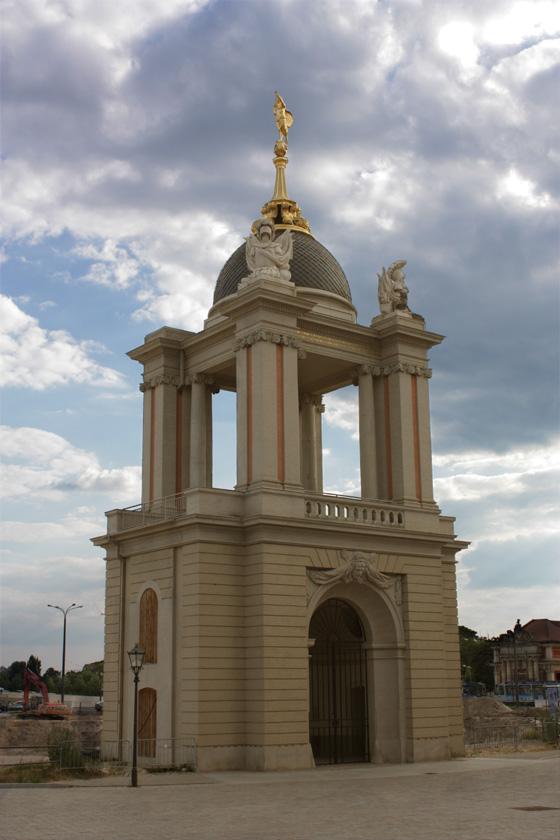 Eine Kapelle in Potsdam, neben Nikolaikirche (gegenueber)