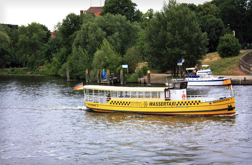 water taxi in Potsdam / Wassertaxi in Potsdam / Водное такси Потсдама