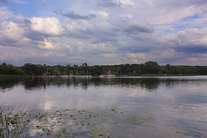 Mit Wolken überzogener Himmel in Potsdam / Облачное небо Потсдама